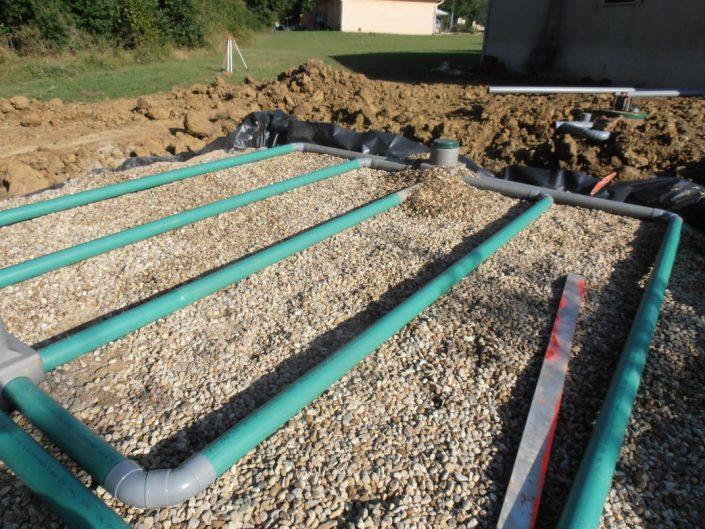 Pose du drainage de la partie haute du filtre à sable